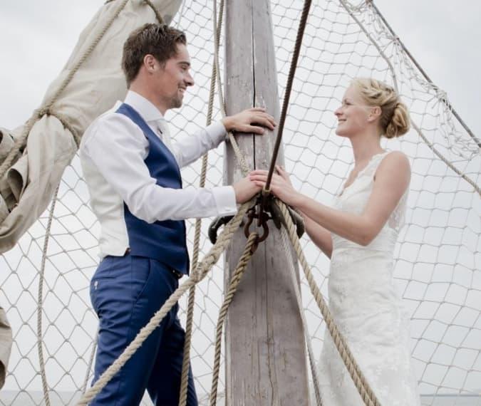Trouwen op een boot op Waddenzee
