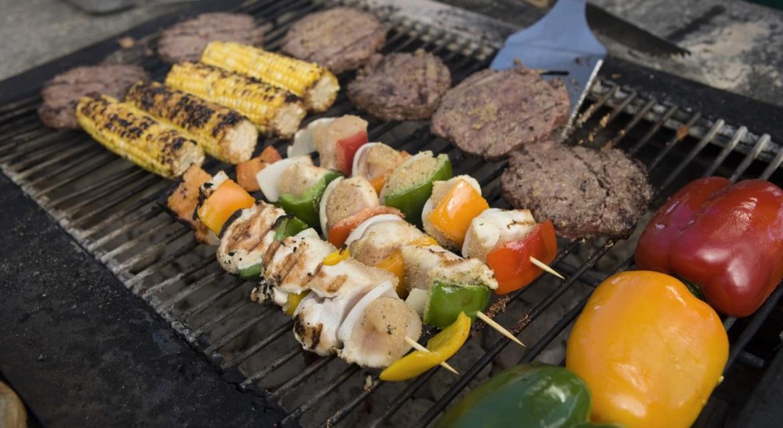 Feest op boot met barbecue