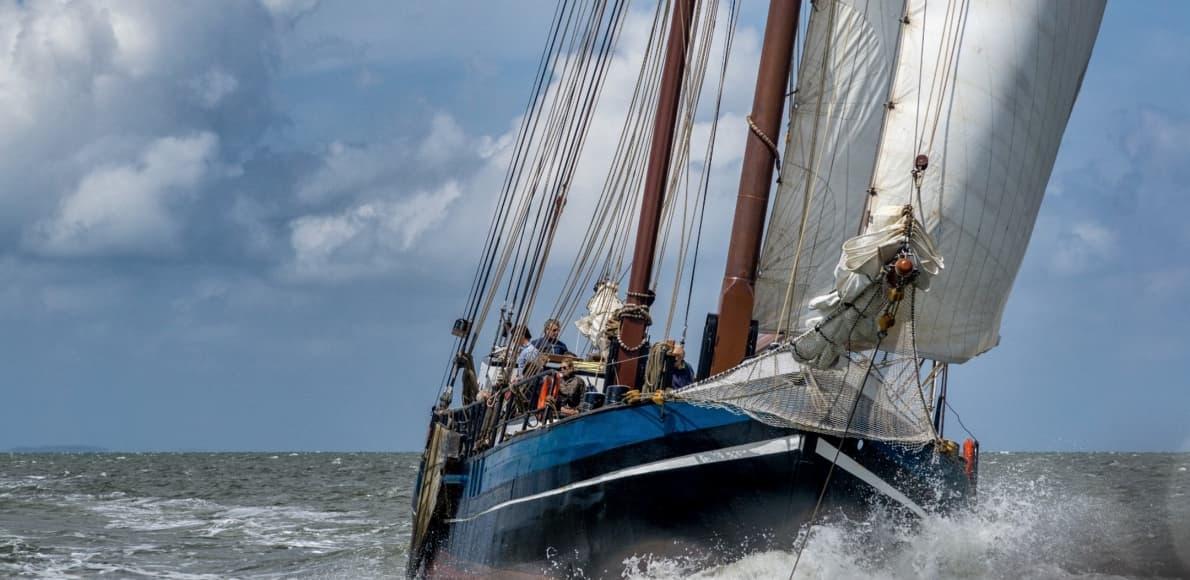 Zeilarrangement met zeilschip Victoria