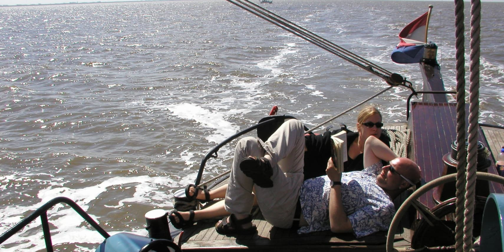 zeilboot met bemanning