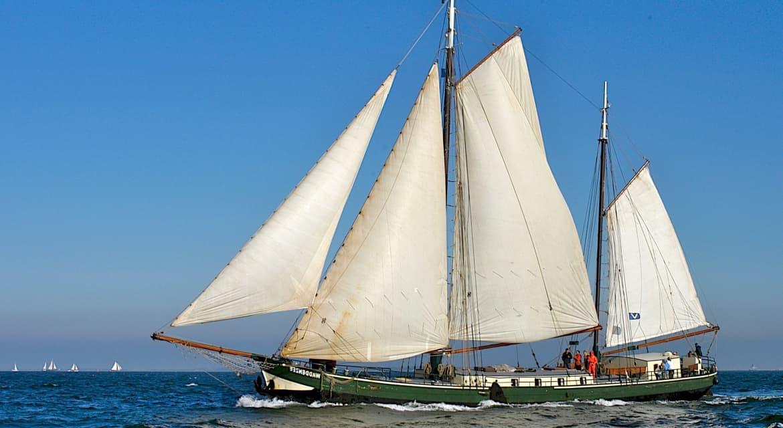 zeilboot op water friesland