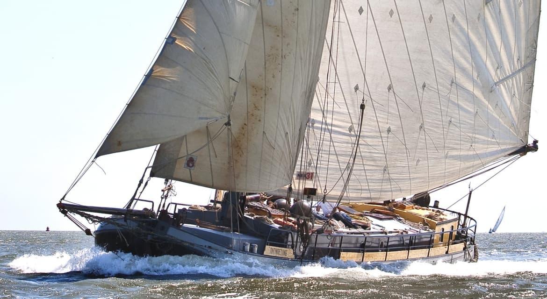 zeilboot van rederij vooruit